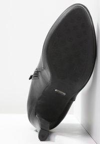 Buffalo - Kotníková obuv na vysokém podpatku - black - 4