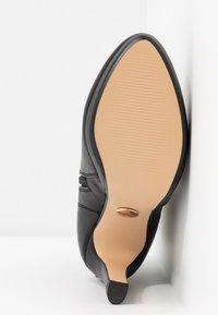 Buffalo - AUDRINA - Kotníková obuv na vysokém podpatku - black - 6