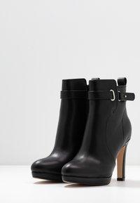 Buffalo - AUDRINA - Kotníková obuv na vysokém podpatku - black - 4