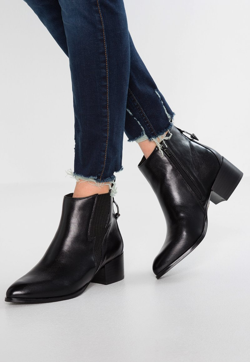 Buffalo - ALICE - Ankle Boot - black