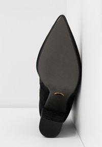 Buffalo - FERMIN - Kotníková obuv na vysokém podpatku - black - 6