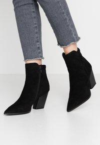 Buffalo - JIL - Kotníková obuv - black - 0