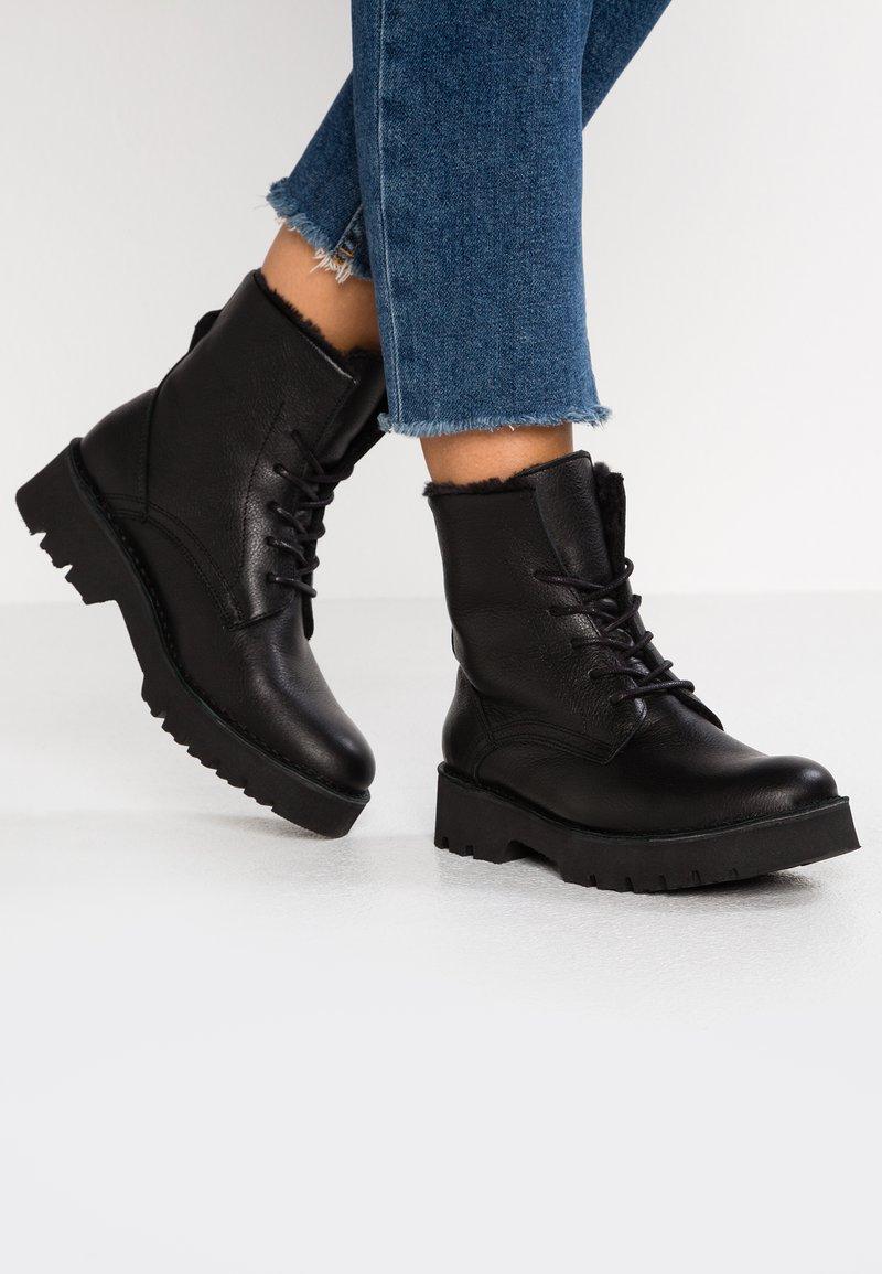 Buffalo - STUCCO - Winter boots - black