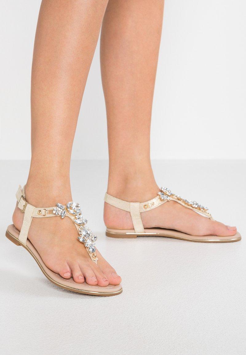 Buffalo - Sandály s odděleným palcem - gold