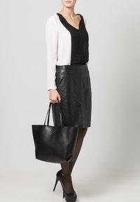 Buffalo - Bolso shopping - black - 0