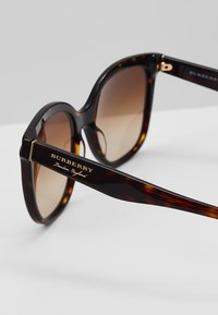 Burberry - Sonnenbrille - bordeaux/havana - 2