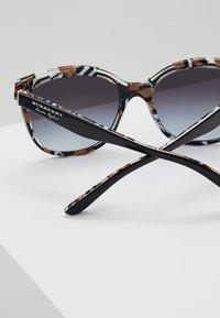 Burberry - Solbriller - top black on - 4