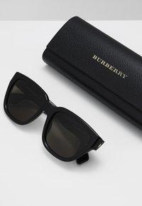 Burberry - Lunettes de soleil - black - 2