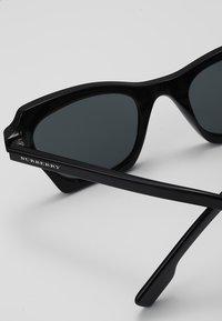 Burberry - Lunettes de soleil - black - 4