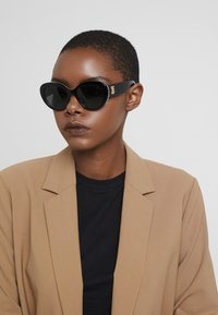 Burberry - Sunglasses - top black/red - 1