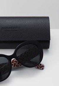 Burberry - Sunglasses - top black/red - 2