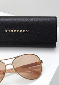 Burberry - Lunettes de soleil - matte gold - 3