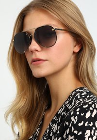 Burberry - Sonnenbrille - light gold-coloured/grey gradient - 3