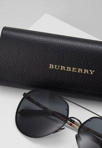 Burberry - Lunettes de soleil - black/grey - 2