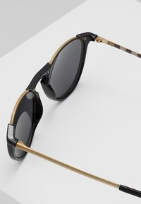Burberry - Sunglasses - black/grey - 5