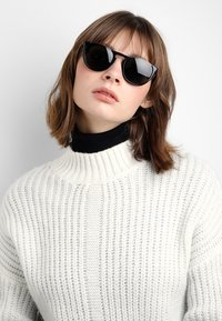 Burberry - Sunglasses - black/grey - 3