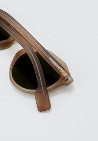 Burberry - Sonnenbrille - matte brown - 5