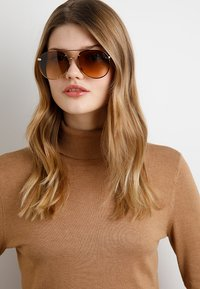Burberry - Lunettes de soleil - light gold-coloured/light yellow/gradient ochre - 3