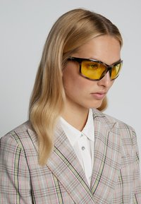 Burberry - Lunettes de soleil - brown/yellow - 3