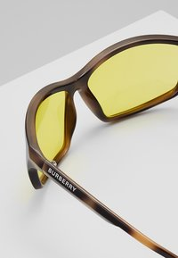 Burberry - Lunettes de soleil - brown/yellow - 5