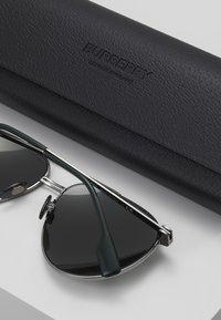 Burberry - Sluneční brýle - gunmetal/matte green - 2