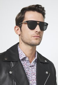 Burberry - Sonnenbrille - black - 1