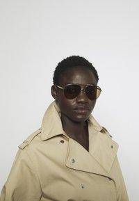 Burberry - Gafas de sol - light gold - 1