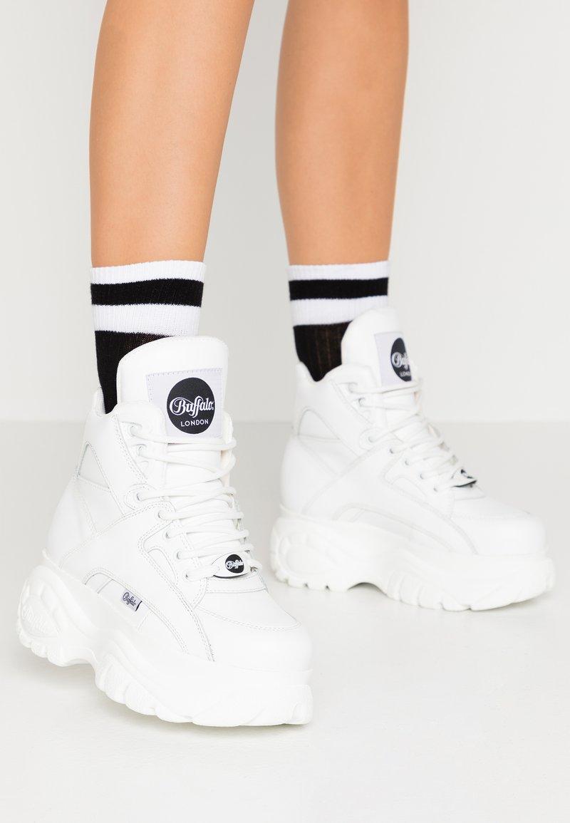 Buffalo London - High-top trainers - white