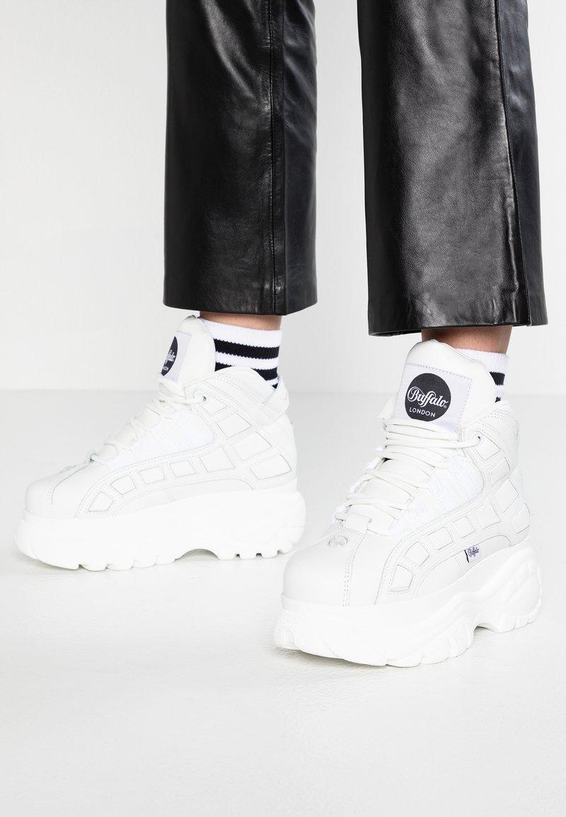 Buffalo London - Zapatillas altas - blanco