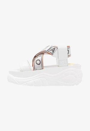 Sandály na platformě - blanco