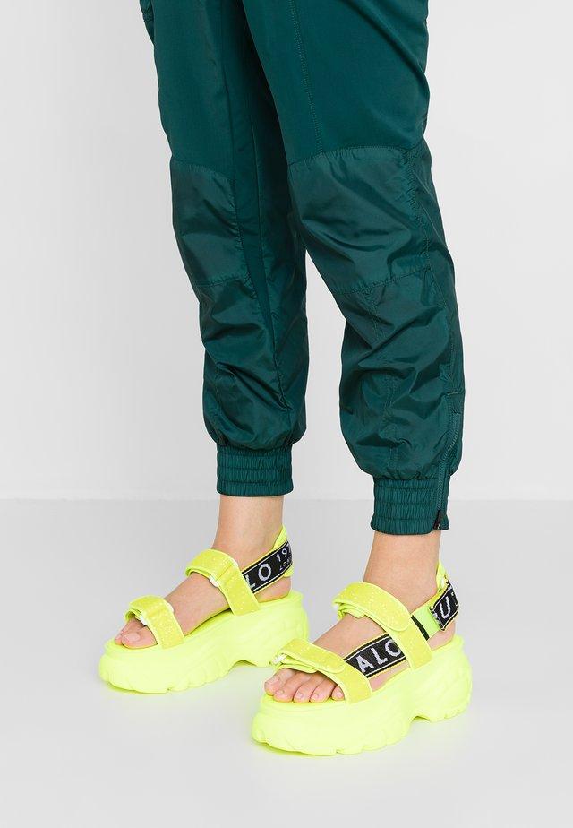 ELLA - Platåsandaletter - neon yellow