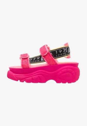 ELLA - Sandály na platformě - neon pink