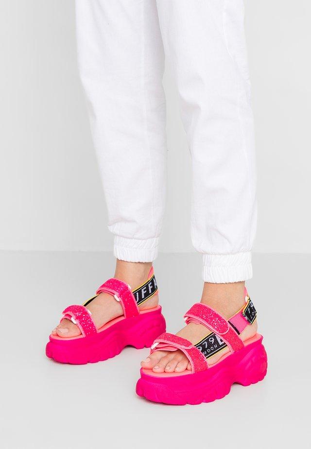 ELLA - Sandały na platformie - neon pink