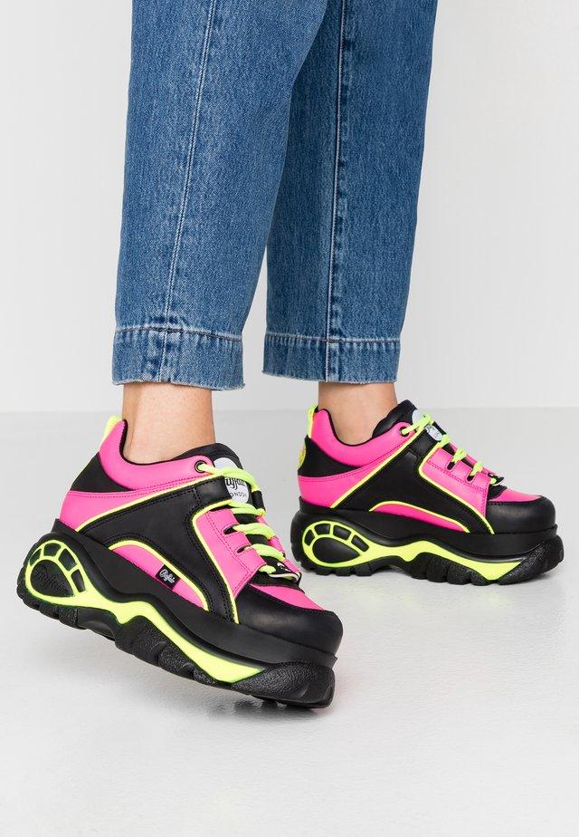 Sneaker low - black/fuchsia