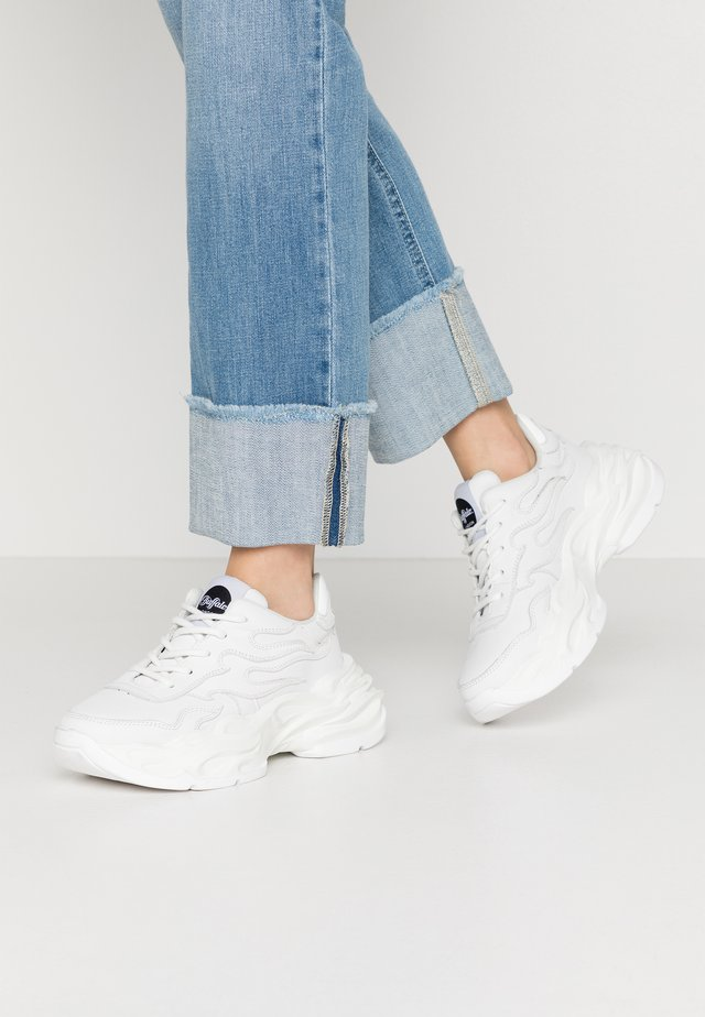 EYZA - Sneaker low - white