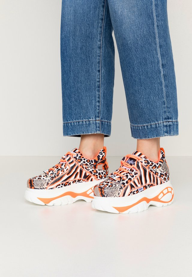 Sneakers - mix orange/neon orange