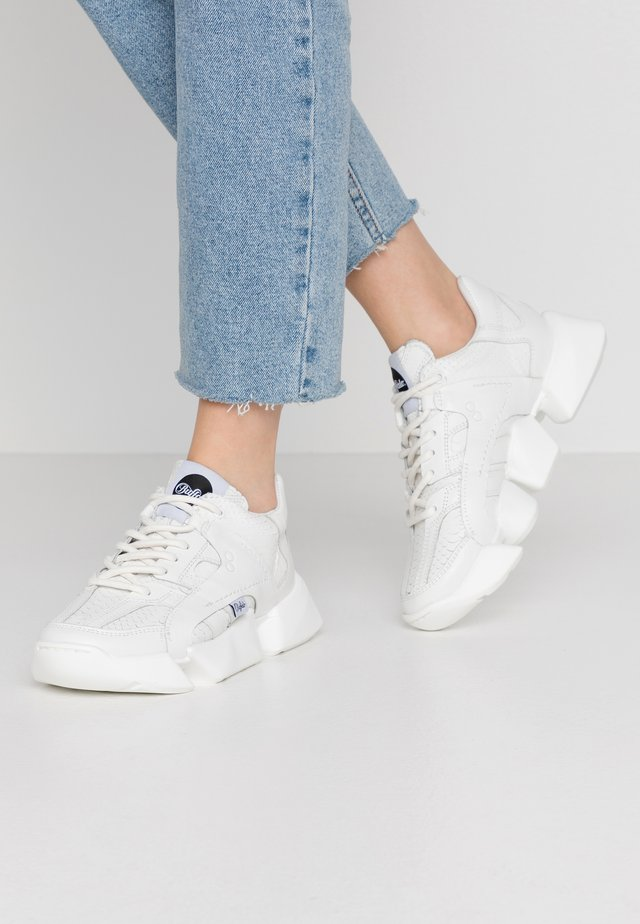 LIGHT - Sneaker low - white