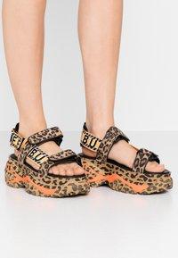 Buffalo London - ELLA - Korkeakorkoiset sandaalit - brown - 0