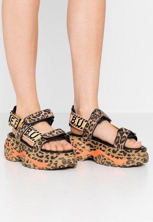 ELLA - Korkeakorkoiset sandaalit - brown