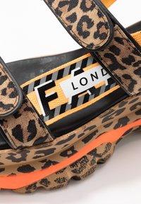 Buffalo London - ELLA - Korkeakorkoiset sandaalit - brown - 2