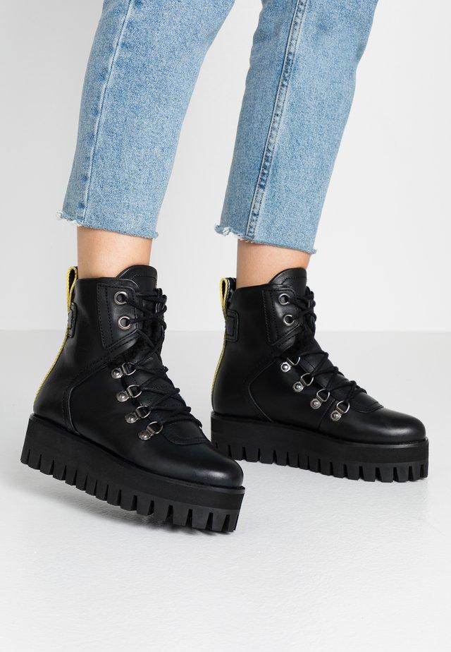 GESINA - Platåstøvletter - black