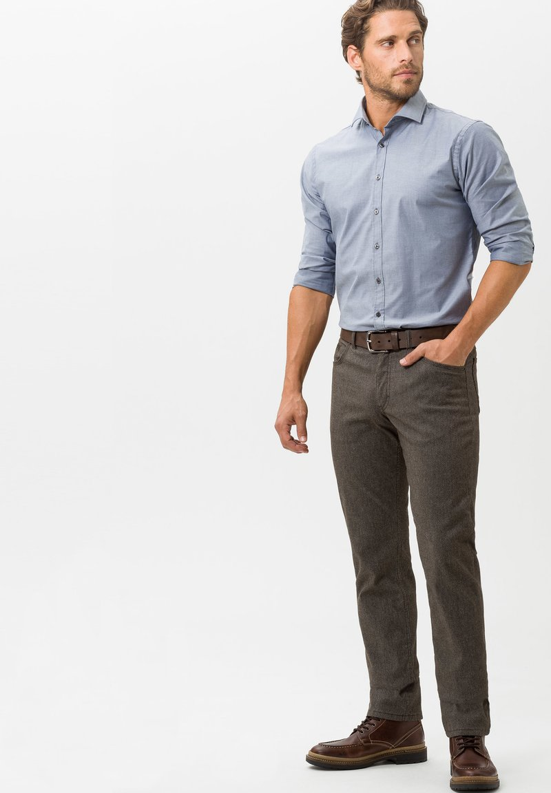 BRAX - STYLE COOPER C - Trousers - brown