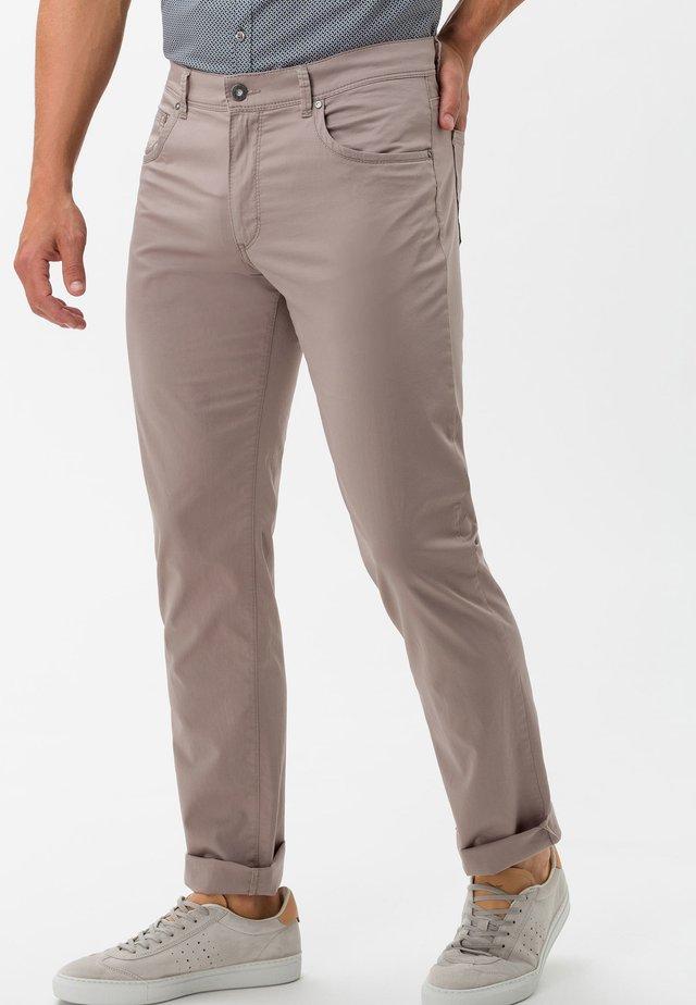 STYLE CADIZ - Jeans Slim Fit - beige