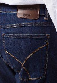 BRAX - COOPER  - Jeans Straight Leg - blue black - 3