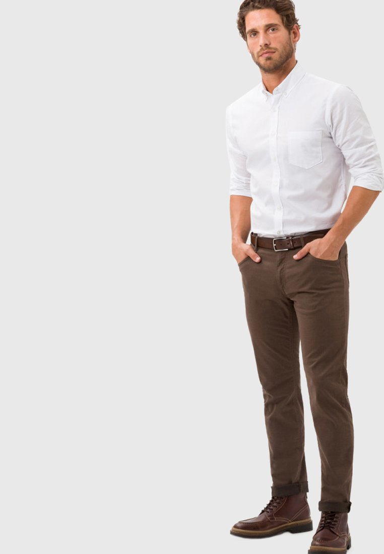BRAX - STYLE CHUCK - Slim fit jeans - nut