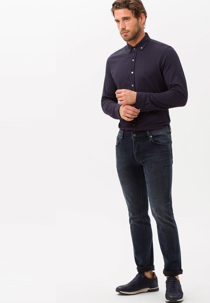 BRAX - STYLE CHUCK - Straight leg jeans - grey blue
