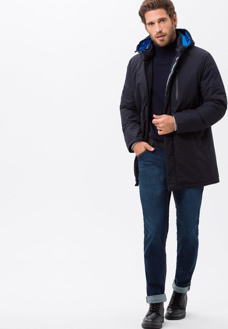 BRAX - STYLE CHUCK - Straight leg jeans - mid blue