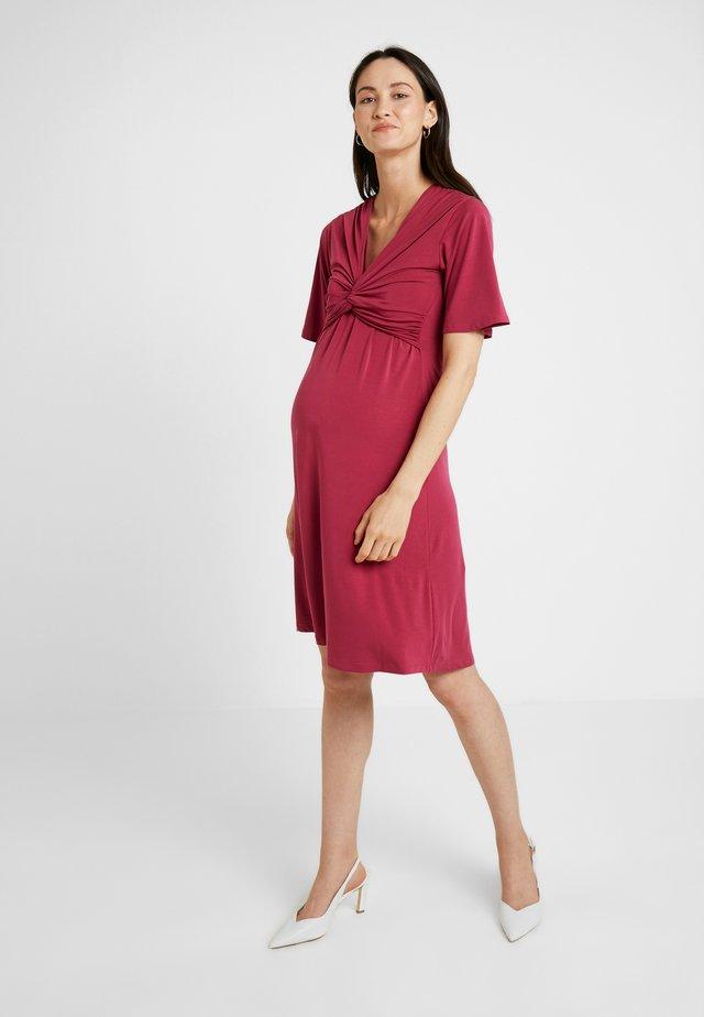 LA LA DRESS - Sukienka z dżerseju - beet red