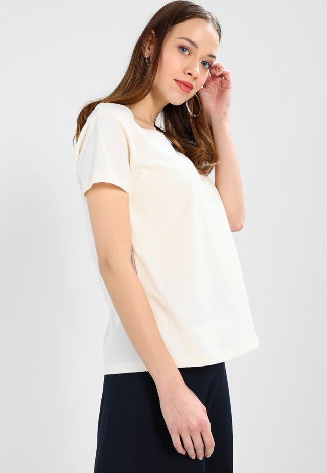 T-shirt con stampa - tofu
