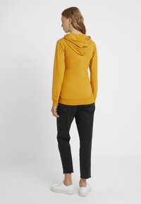 Boob - WARMER HOODIE - Jersey con capucha - amber - 2